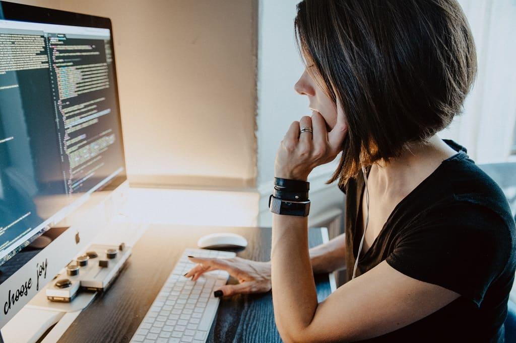 ITCON - Qué es mejor desarrollo web o programación